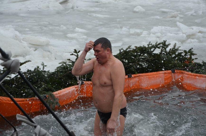 Лед и отмель не преграда! Мариупольцы окунаются в воду на Крещение (ФОТО+ВИДЕО), фото-11