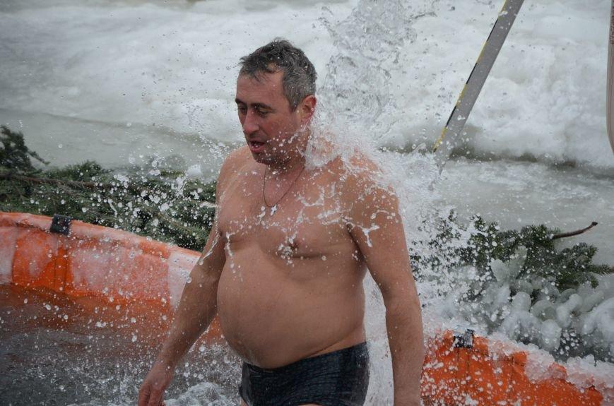 Лед и отмель не преграда! Мариупольцы окунаются в воду на Крещение (ФОТО+ВИДЕО), фото-22