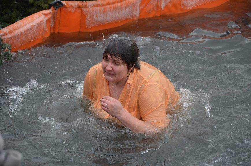 Лед и отмель не преграда! Мариупольцы окунаются в воду на Крещение (ФОТО+ВИДЕО), фото-7