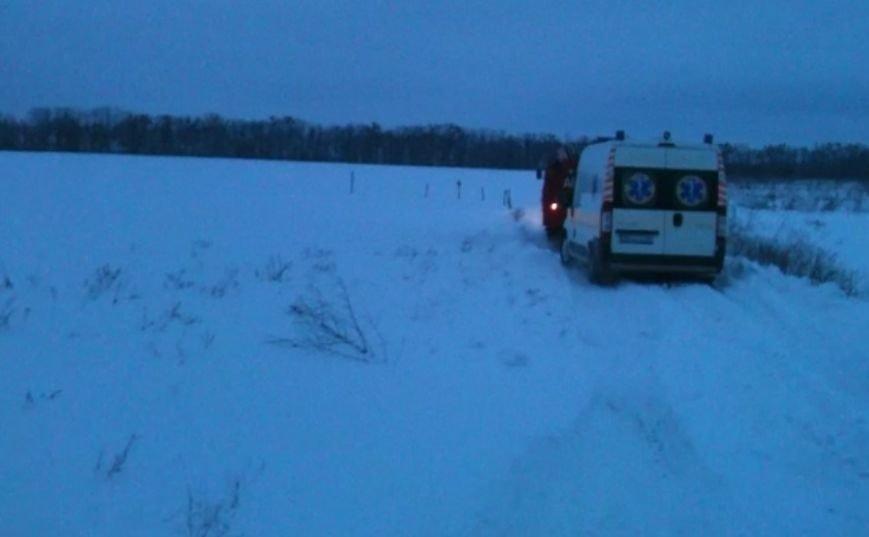 На Сумщине спасатели вытащили «скорую» из снежного заноса (ФОТО), фото-1