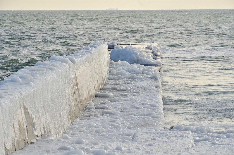 В Одессе шторм покрыл льдом набережную пляжа (ФОТО), фото-1