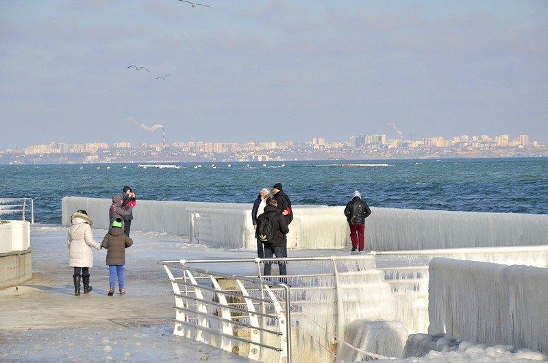 В Одессе шторм покрыл льдом набережную пляжа (ФОТО), фото-6