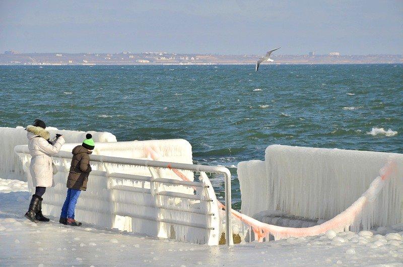 В Одессе шторм покрыл льдом набережную пляжа (ФОТО), фото-4