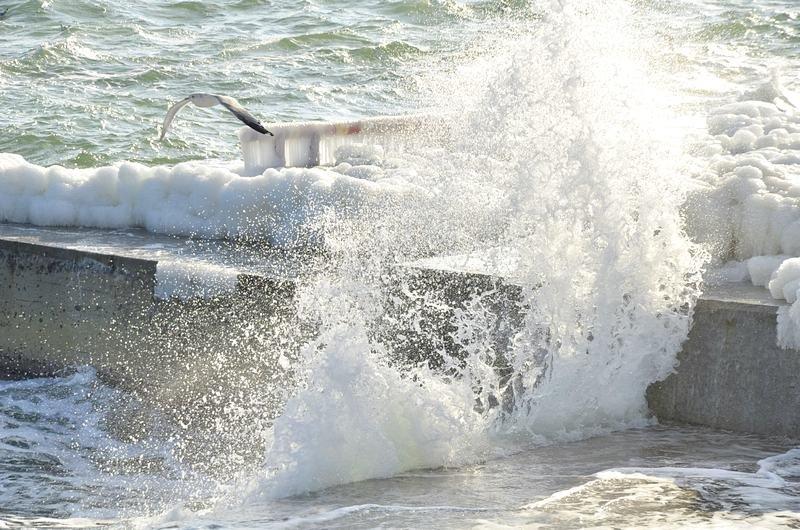 В Одессе шторм покрыл льдом набережную пляжа (ФОТО), фото-5