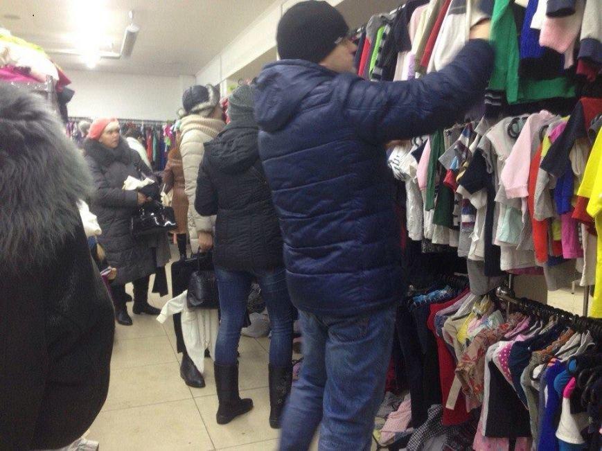 """Секонд-тайм у Луцьку: що можна """"відрити на завозі"""" (ФОТО), фото-1"""