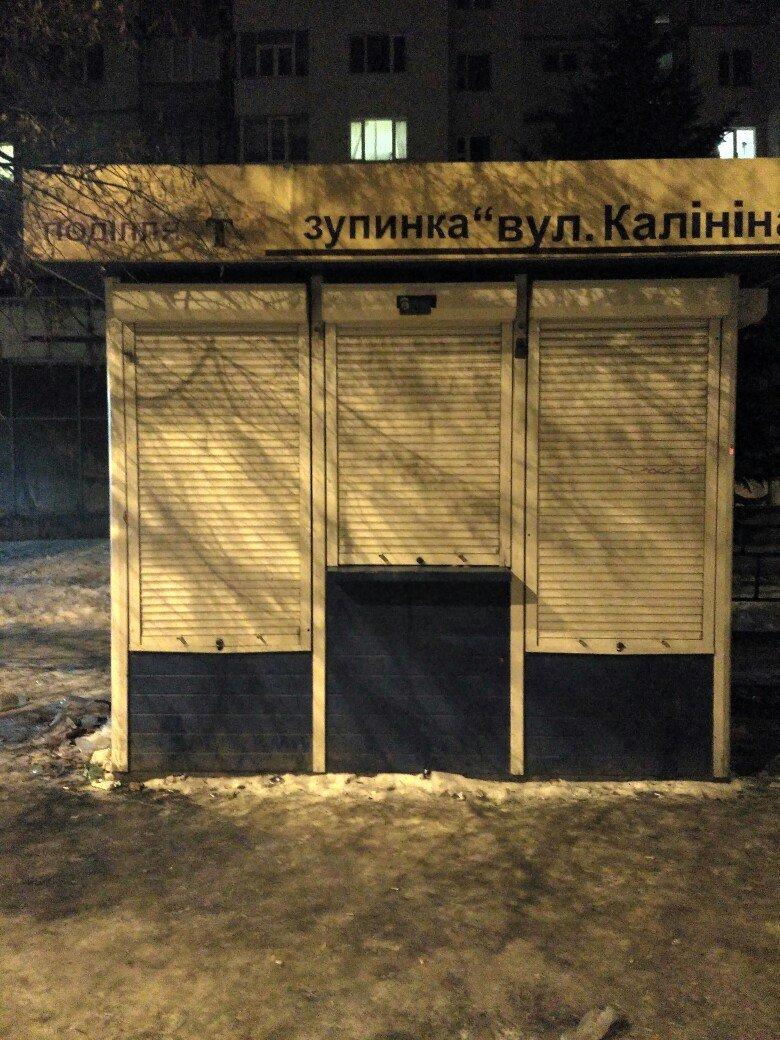 Сумчанка, поскользнувшись на остановке «ул. Калинина», скатилась на проезжую часть (ФОТО), фото-2