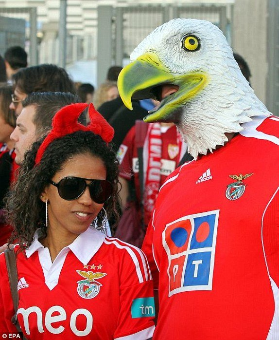 1400089798858_lc_galleryImage_epa04205554_Benfica_suppo