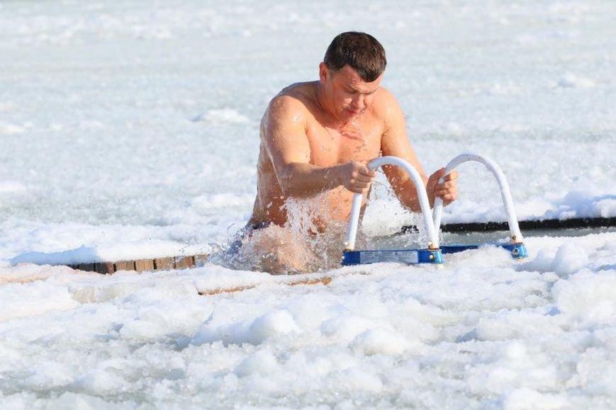 Пиар в проруби: Труханов в белых тапочках и стеснительный патриот (ФОТО), фото-2