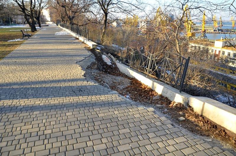 Коммунальщики не расчистили аллеи одесского парка (ФОТО), фото-3
