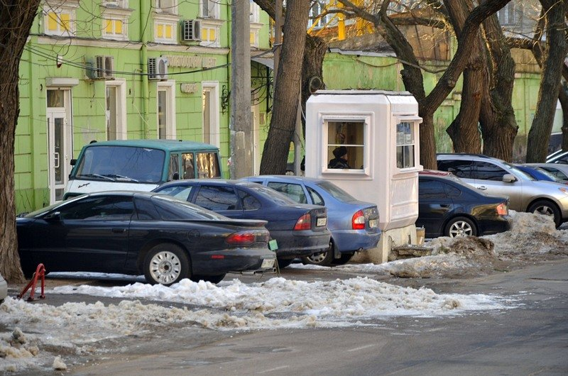 Одесские дворники набросали льда под колеса машин (ФОТО), фото-9