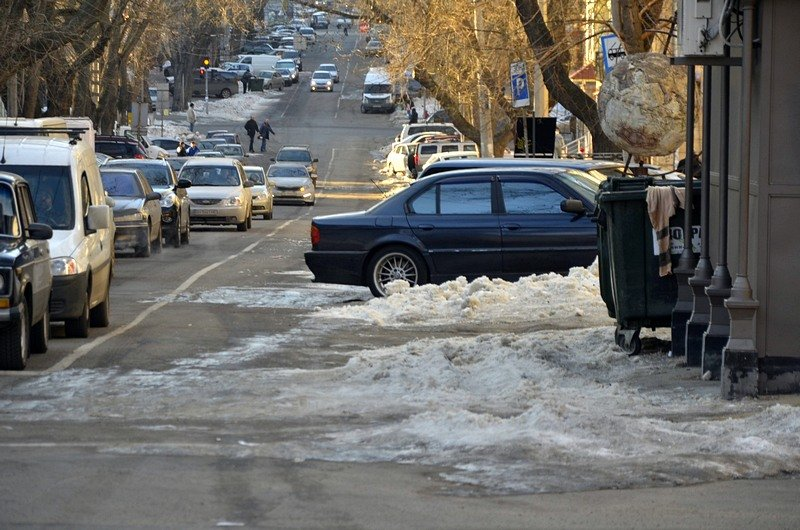 Одесские дворники набросали льда под колеса машин (ФОТО), фото-7