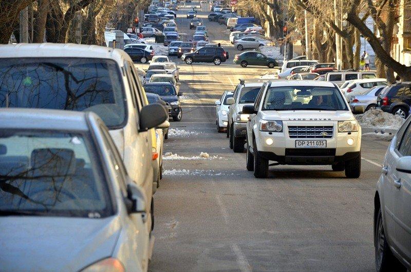 Одесские дворники набросали льда под колеса машин (ФОТО), фото-1