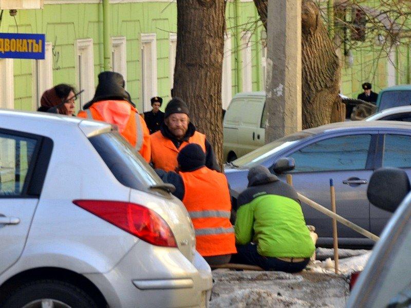 Одесские дворники набросали льда под колеса машин (ФОТО), фото-3