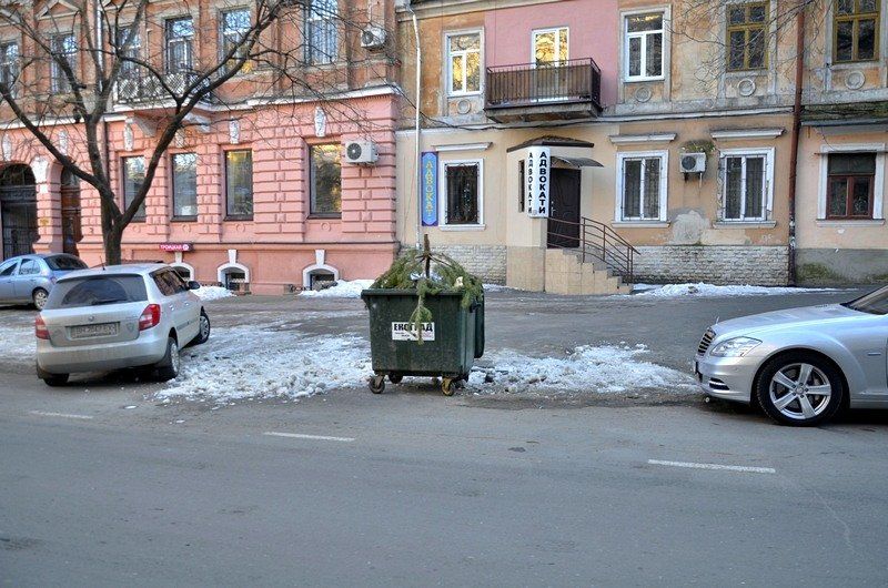 Одесские дворники набросали льда под колеса машин (ФОТО), фото-11