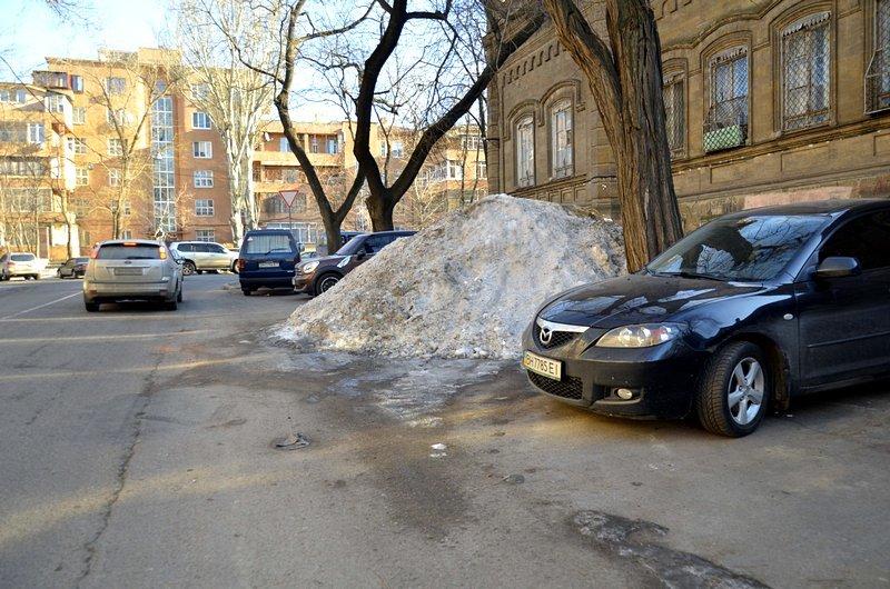 Одесские дворники набросали льда под колеса машин (ФОТО), фото-6