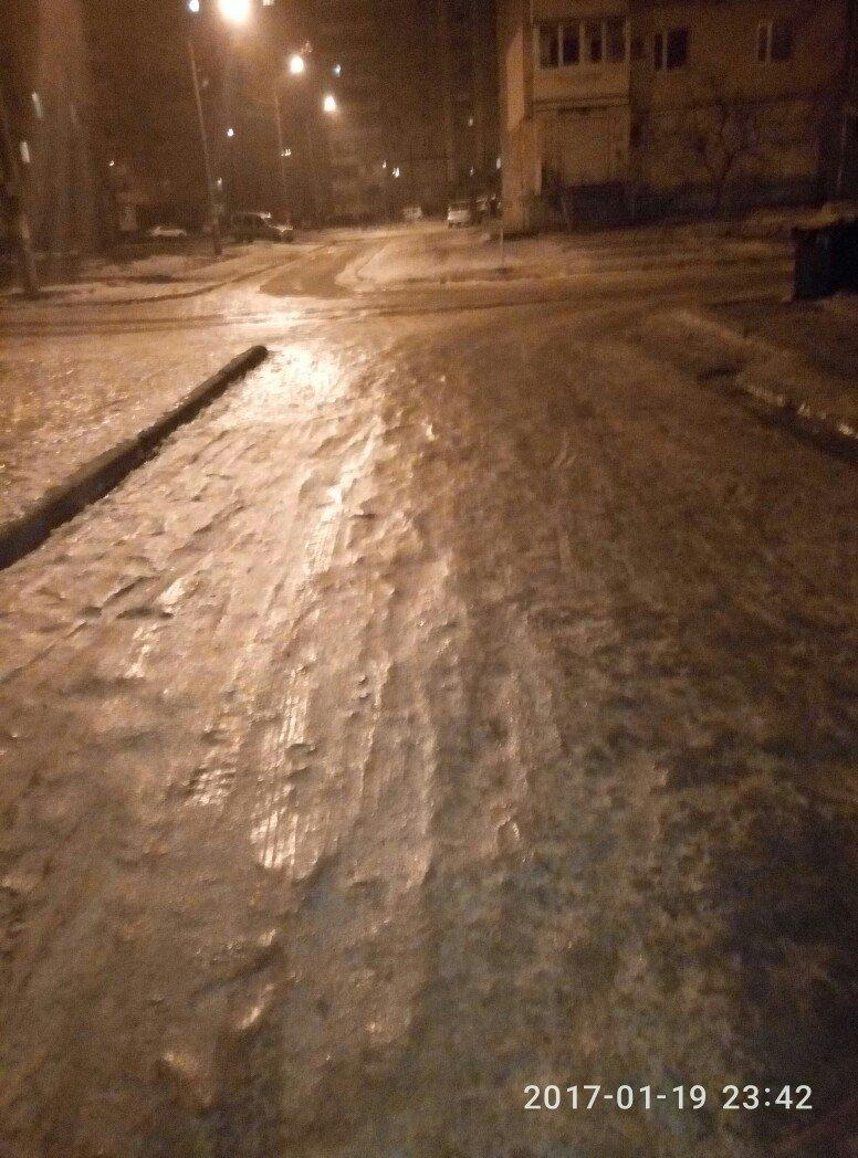 Город-каток: запорожцы делятся в соцсетях фотографиями обледенелых улиц, фото-2