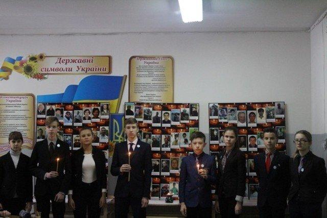 Учащиеся школ Бахмута почтили память Небесной Сотни, фото-2