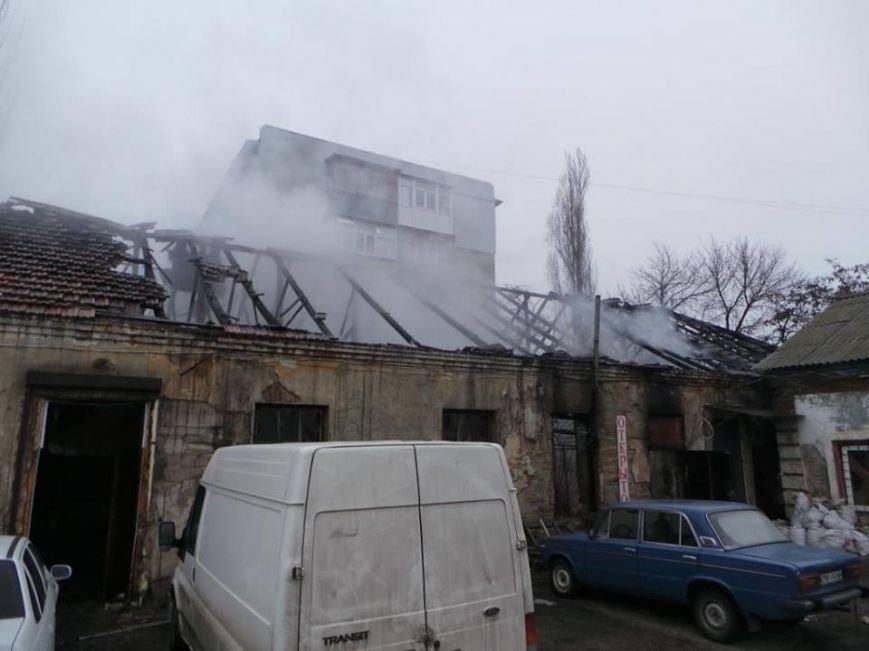 В Бердянске горело складское помещение, фото-2