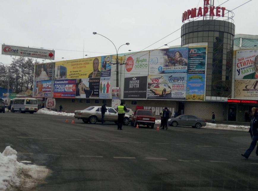 """У Чернівцях """"ВАЗ"""" зіткнувся із """"Мерседесом"""", фото-1"""
