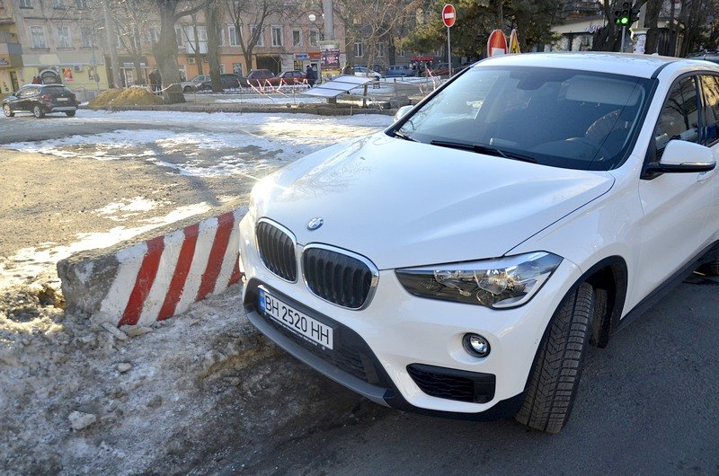 Автохамы стали парковаться на Преображенской, про ремонт которой забыли у Труханова (ФОТО), фото-3