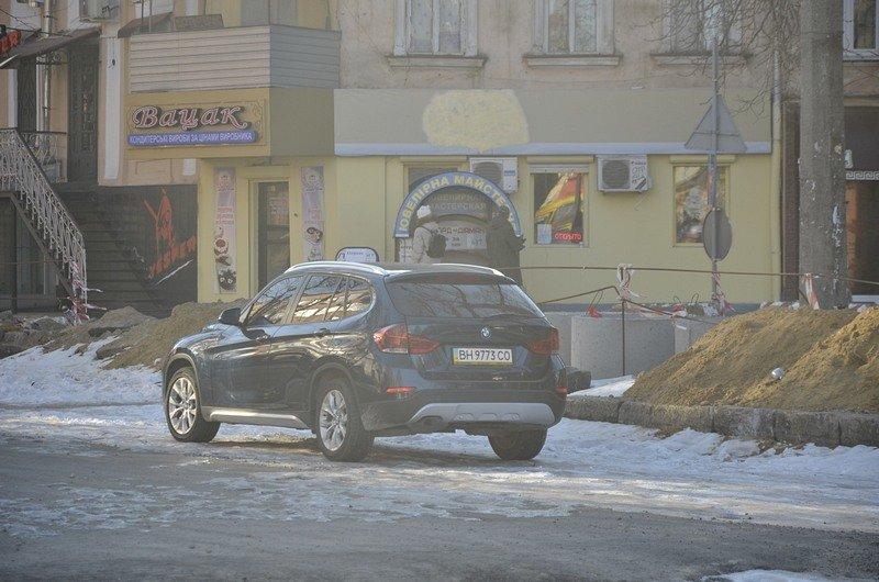 Автохамы стали парковаться на Преображенской, про ремонт которой забыли у Труханова (ФОТО), фото-2