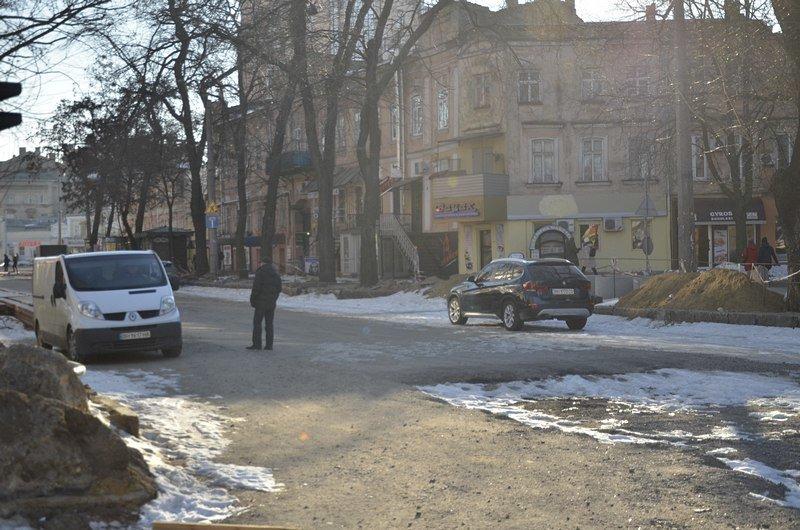 Автохамы стали парковаться на Преображенской, про ремонт которой забыли у Труханова (ФОТО), фото-1