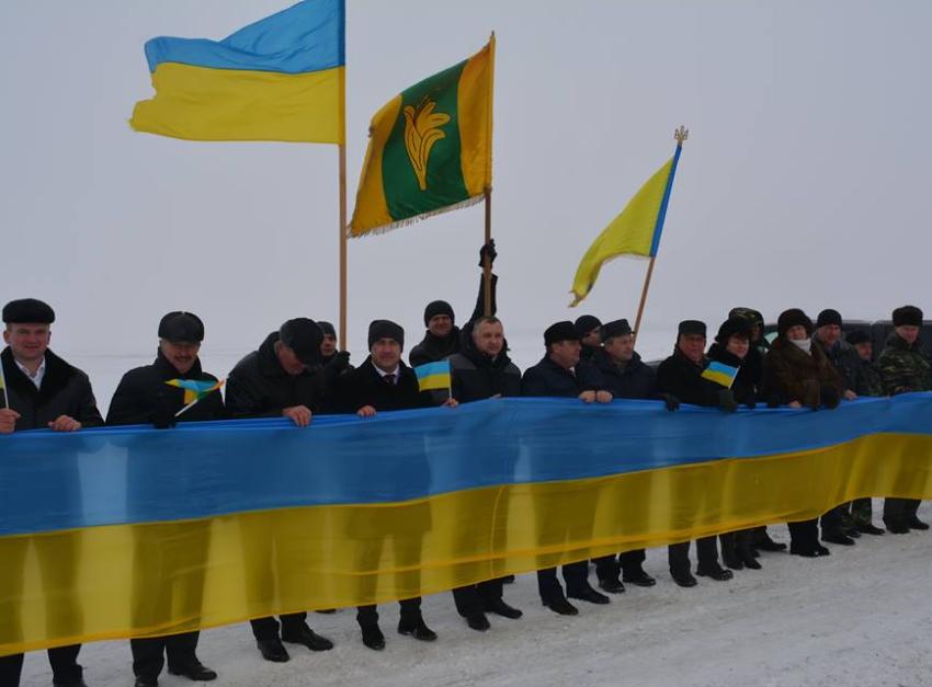 На кордоні Новоград-Волинського та Корецького районів відбувся захід присвячений Дню Соборності України, фото-1
