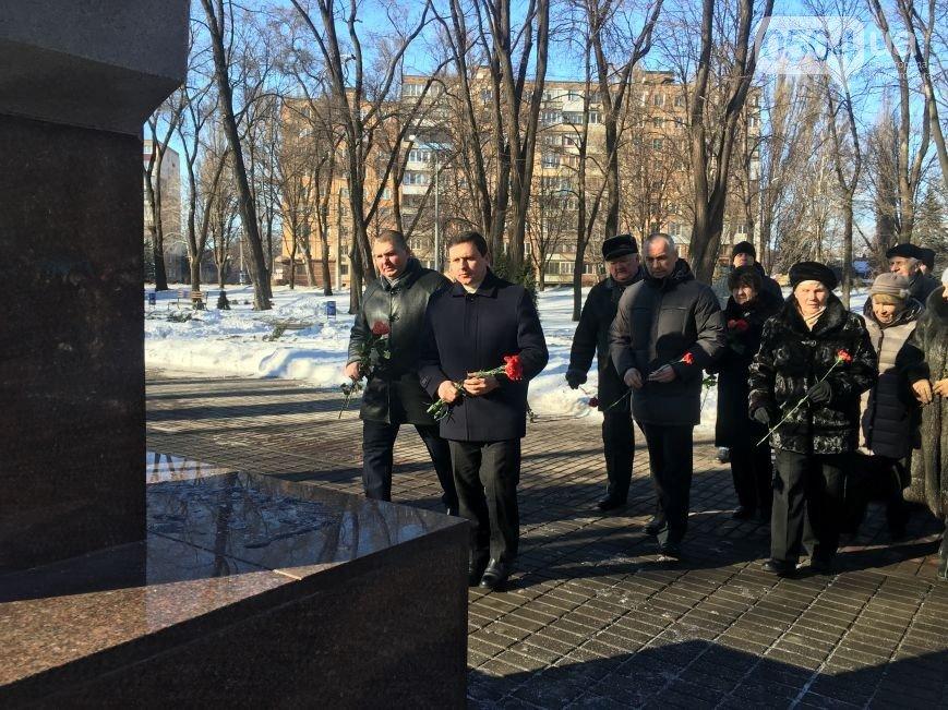 """В Кривом Роге: полицейские изъяли на рынке самогон, чиновники отметили День Соборности, """"Евраз Сухая балка"""" вернули спецразразрешение, фото-3"""