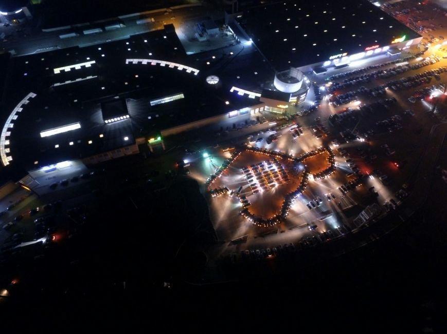 ВИДЕО: В Симферополе в День РК около 150 машин выстроились в форме карты Крыма, фото-3