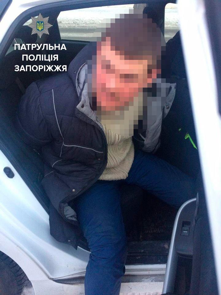 В Запорожье ночью, угрожая ножом,  у таксиста угнали авто, - ФОТО, фото-3