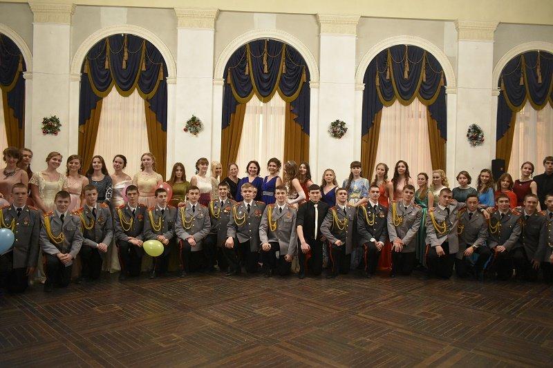 Шуршание  креналиновых юбок, шикарные прически и прекрасные манеры – в Саратове прошел девятый традиционный Рождественский бал, фото-10