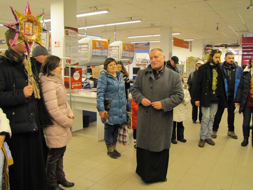 Хористы киевской церкви Василия Великого устроили в Мелитополе песенный флешмоб (видео), фото-5