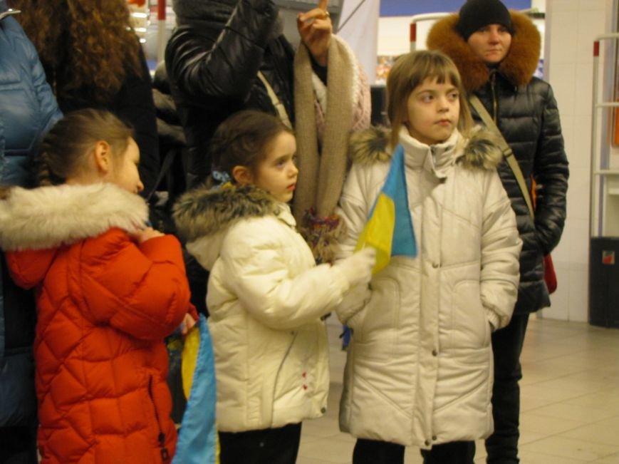 Хористы киевской церкви Василия Великого устроили в Мелитополе песенный флешмоб (видео), фото-7