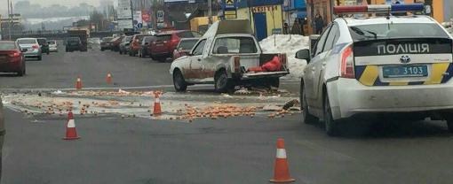 Яєчне ДТП: на Броварському проспекті зіткнулися два автомобілі, фото-2