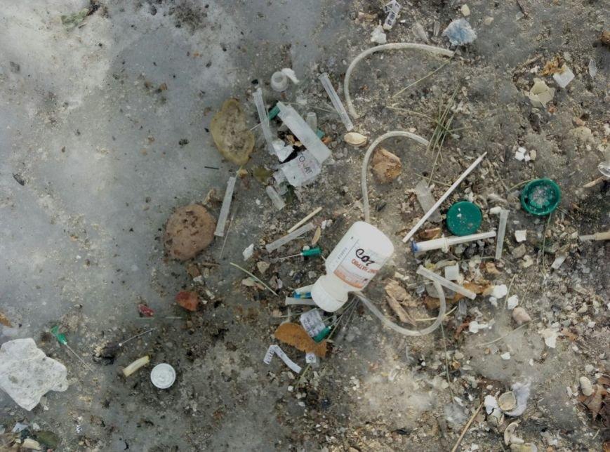 В Запорожье жители жалуются на осколки ампул, шприцов и капельниц возле детской больницы, - ФОТОФАКТ, фото-4