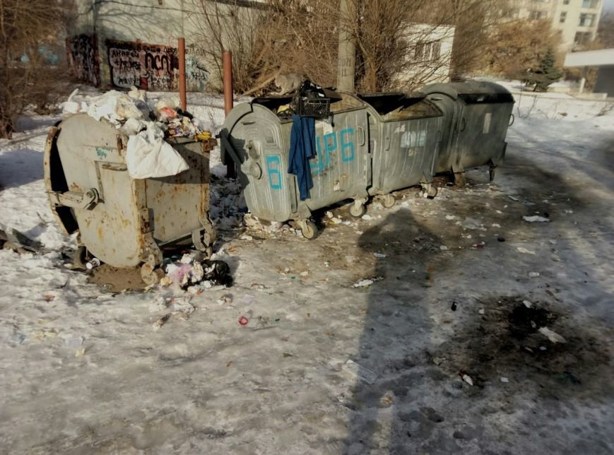 В Запорожье жители жалуются на осколки ампул, шприцов и капельниц возле детской больницы, - ФОТОФАКТ, фото-2