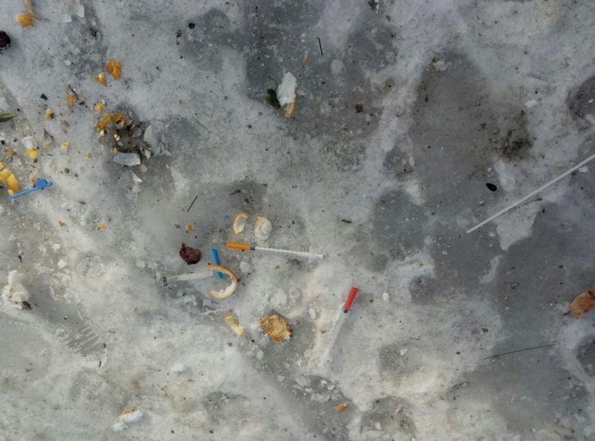 В Запорожье жители жалуются на осколки ампул, шприцов и капельниц возле детской больницы, - ФОТОФАКТ, фото-3