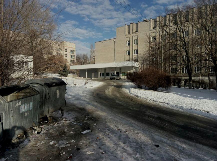 В Запорожье жители жалуются на осколки ампул, шприцов и капельниц возле детской больницы, - ФОТОФАКТ, фото-1