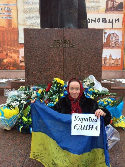 У Чернівцях, на Центральній площі, утворили ланцюг єднаня (фото), фото-2