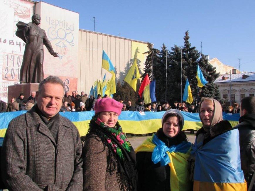 У Чернівцях, на Центральній площі, утворили ланцюг єднаня (фото), фото-1
