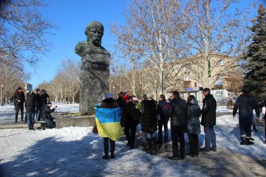 На честь Дня Соборності України херсонці поклали квіти до пам'ятних місць (фото), фото-2