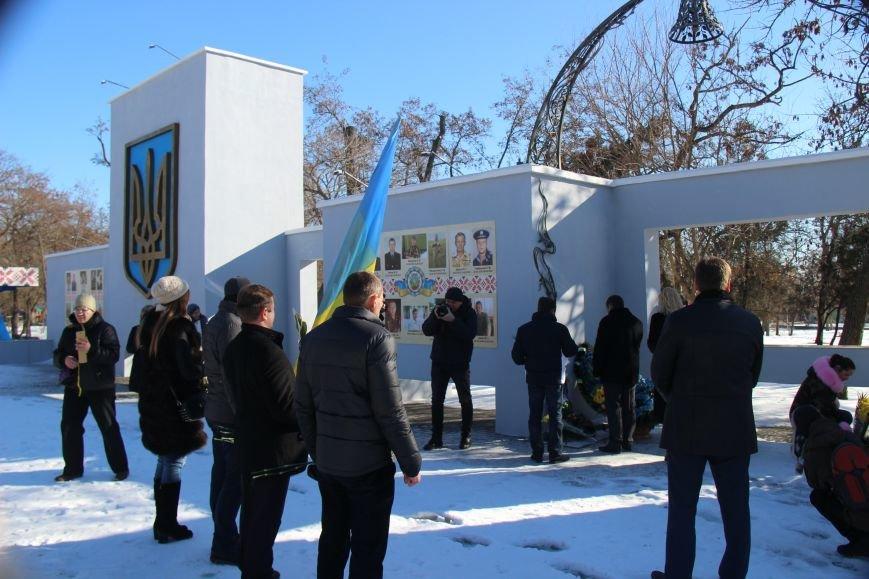 На честь Дня Соборності України херсонці поклали квіти до пам'ятних місць (фото), фото-5