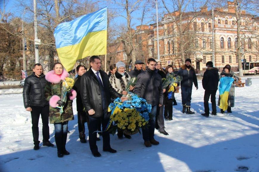 На честь Дня Соборності України херсонці поклали квіти до пам'ятних місць (фото), фото-3