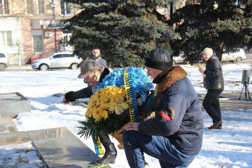 На честь Дня Соборності України херсонці поклали квіти до пам'ятних місць (фото), фото-1