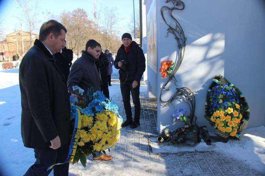 На честь Дня Соборності України херсонці поклали квіти до пам'ятних місць (фото), фото-4