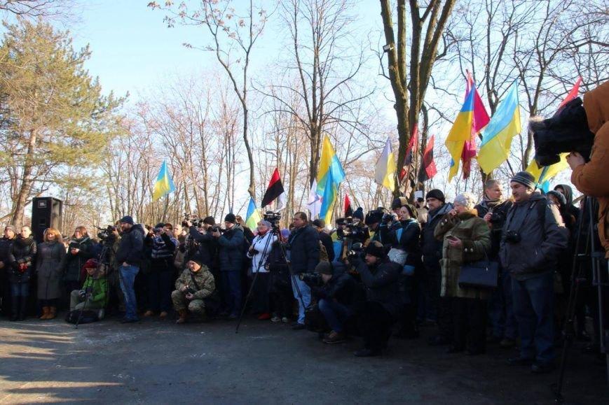 На Соборной площади в Днепре установили памятник воинам армии УНР (ФОТОРЕПОРТАЖ), фото-2