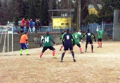 За Кубок Ялты по мини-футболу борются восемь команд, фото-1