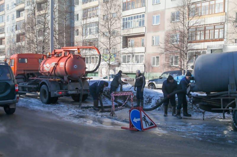МУПП «Саратовводоканал» все выходные работал над устронение повреждений на линия водосетей, фото-1