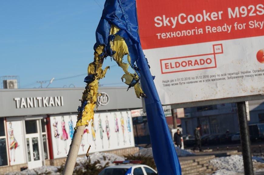 В Кривом Роге повторно сожгли Украинский флаг на стеле Героев (ФОТО), фото-10