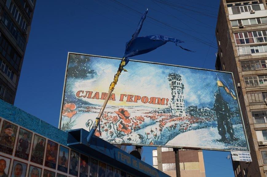 В Кривом Роге повторно сожгли Украинский флаг на стеле Героев (ФОТО), фото-8